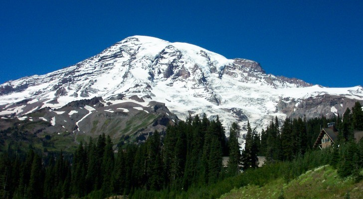 Mount Rainier's Volcanic Structure Revealed with New Detailed Picture