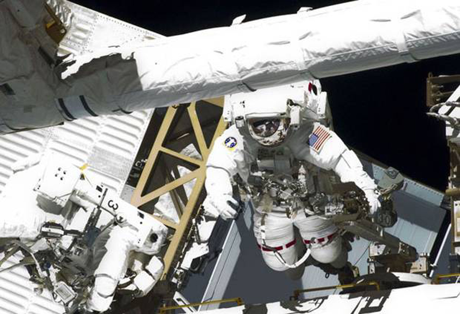 spacewalking-astronauts-repair-ISS