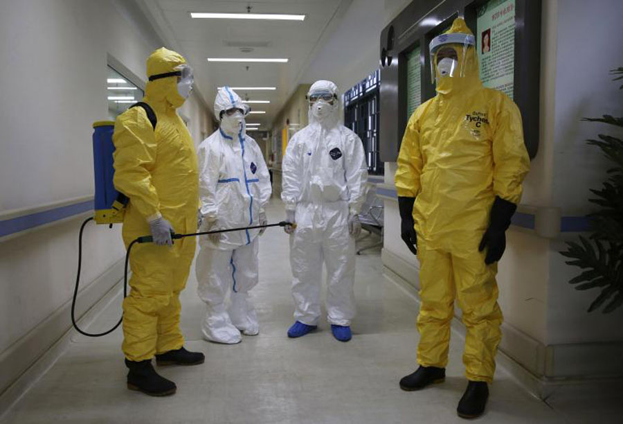 Chinese health workers in Africa to help control Ebola