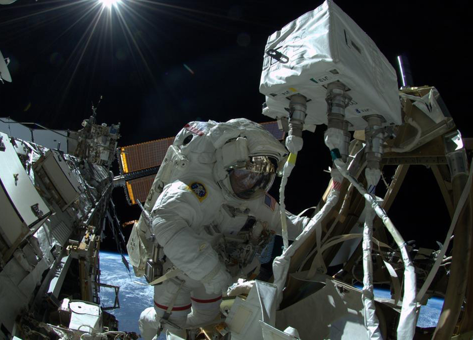 Wiseman and Gerst Complete First Spacewalk of Expedition 41
