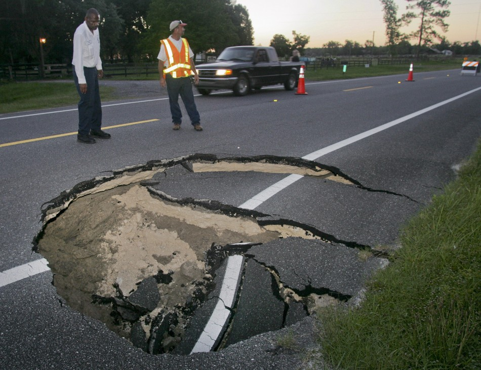 sinkholes-around-world