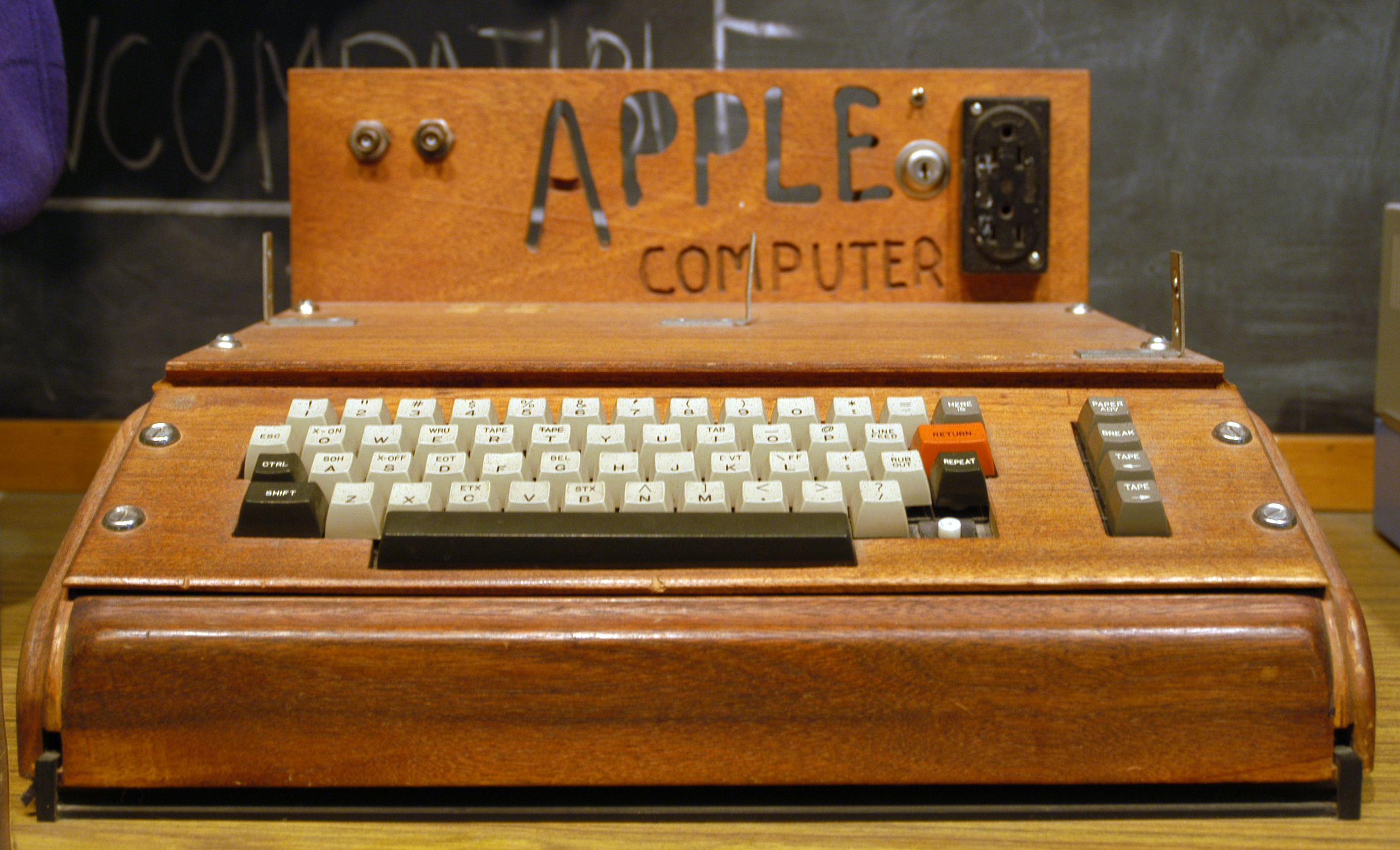 Legendary computer Apple-1 sells for $365,000 in auction