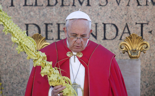 Pope Condoles Germanwings Crash Victims at Palm Sunday Mass