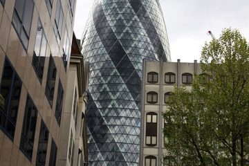 30_St_Mary_Axe_in_London,_srping_2013_(1)