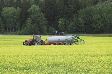 urine_use_in_agriculture_in_sweden_near_stockholm_3149832987