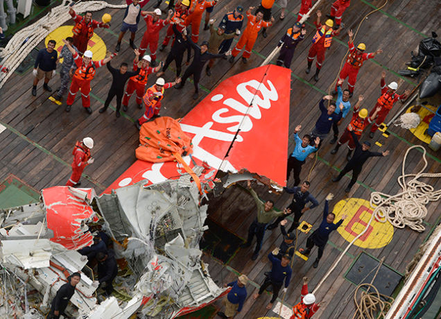 tail of crashed air asia plane recovered from sea bed